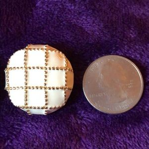 Jewelry - Ivory & gold tone clip on earrings